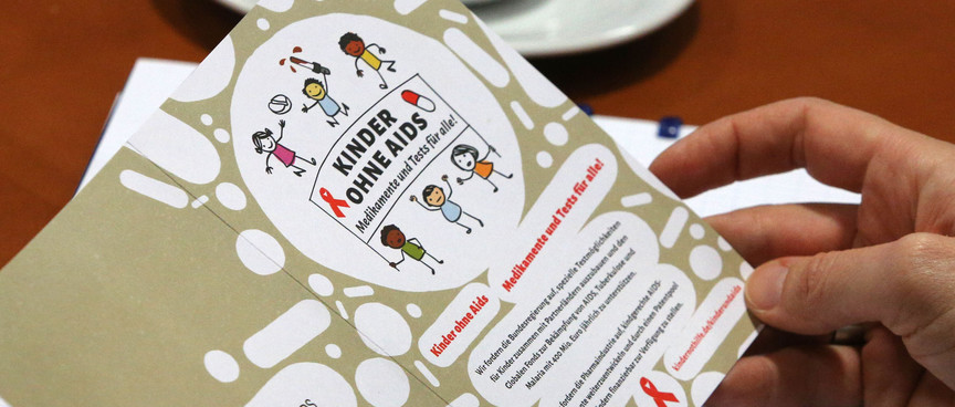"""Postkarte der Kampagne """"Kinder ohne Aids - Medikamente und Tests für Alle!"""""""
