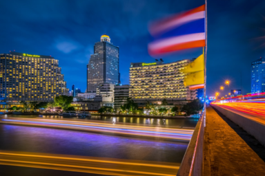 Flagge Thailand - UNSPLASH - Dank an Geoff Greenwood
