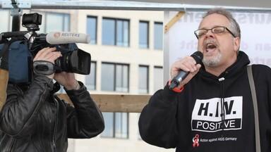 Marwin Meier (WV) für das AgA bei Demo gegen Handelsabkommen ACTA, Frankfurt 2012
